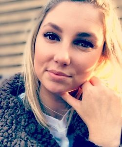 Alumni_Bio_Fall17_Emily-Corcoran-300
